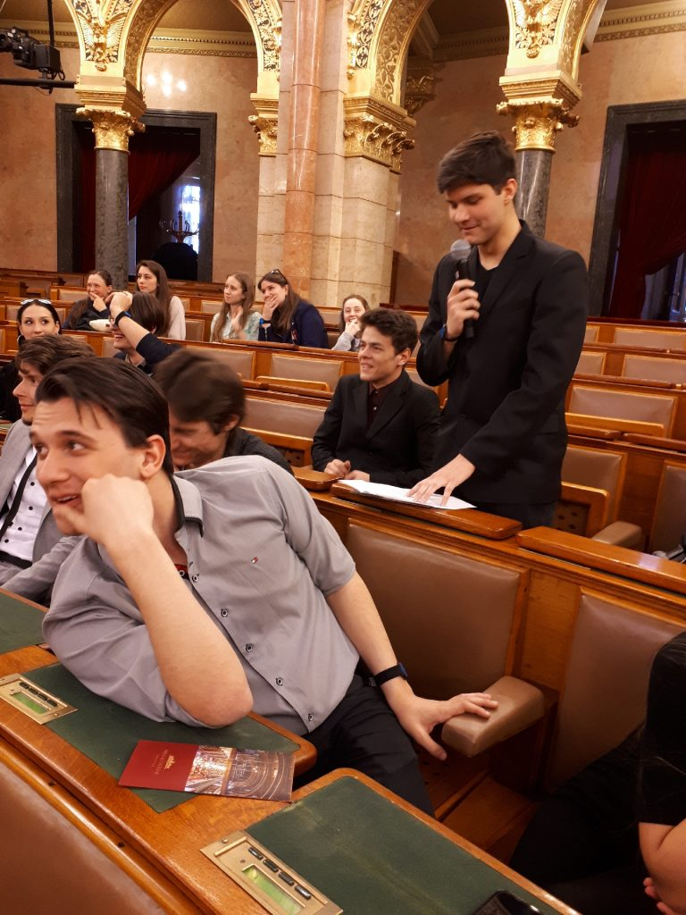 Parlamenti különóra - 2019.04.01.